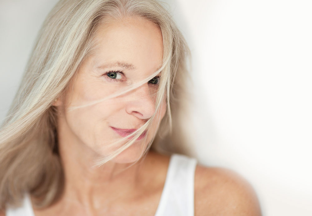 Frau mittleren Alters mit direktem, freundlichen Blick